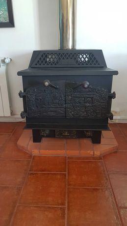 Fogão de ferro para aquecimento a lenha