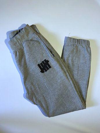 Спортивные штаны от Undefeated