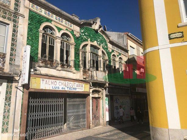 Prédio Histórico no centro de Caldas da Rainha com Projecto