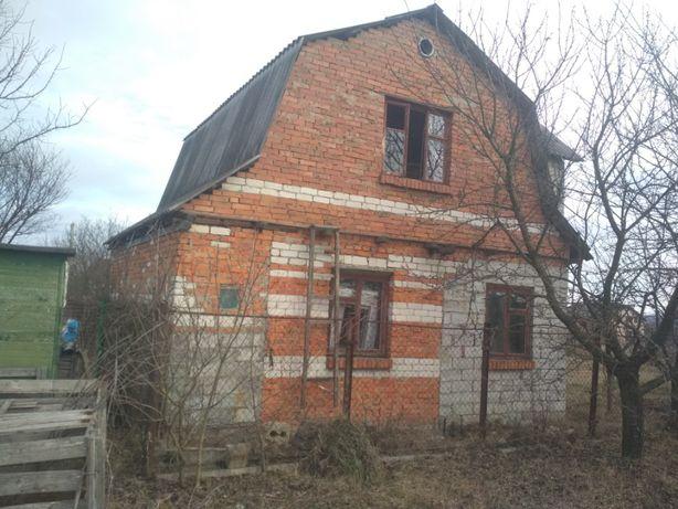 З комунікаціями кірпічний Будинок без внутрішніх і зовнішніх робіт