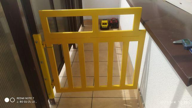Furtka barierka zabezpieczenie na balkon