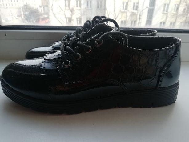 Туфли для девочки на шнурках, лаковые 21-21.5, 32-33-34р