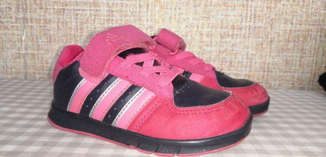 Кросовки adidas. Кроссовки для девочки