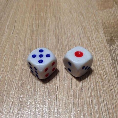 Игральные кубики кости зарики