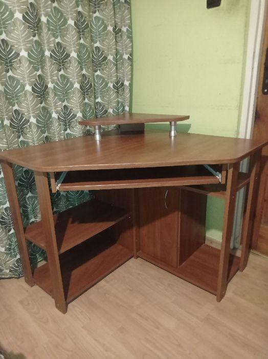 Praktyczne biurko narożne