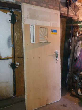 Дверь железная с окошком для ломбарда, обменки и тд.Дверь бронированна