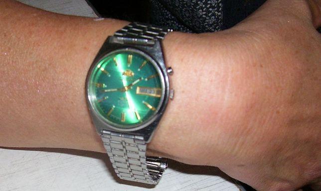 Часы ORIENT механические с граненым фигурным стеклом.