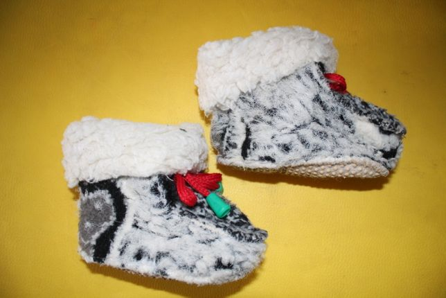 Тапочки пинетки овчина 21-22р стелька 13см отличное состояние