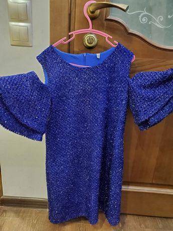 Нарядное платье 146 см