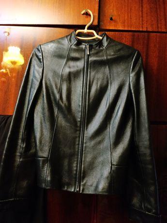 Продам кожаную женскую курточку