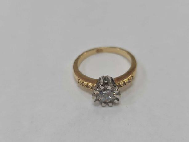 Klasyczny złoty pierścionek damski/ 585/ 4.29 gram/ R17.5/ Cyrkonie