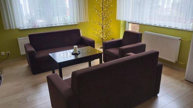 Zestaw mebli: dwie kanapy i fotel
