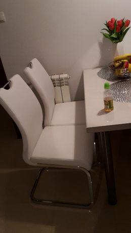 Białe krzesła z ekoskóry 4szt