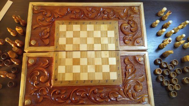 Поле для шахів та нардів.
