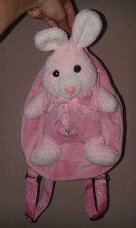 Красивый вместительный рюкзак с игрушкой, игрушку можно вытягивать