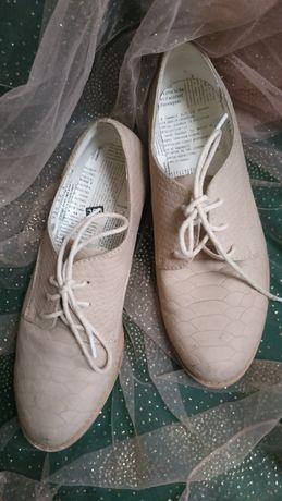 Buty z imitacją wężowej skóry r 38 wkładka 24
