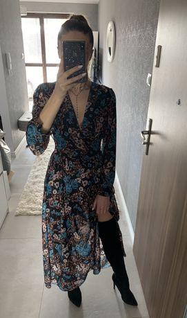 Dluga sukienka w niebieskie róże