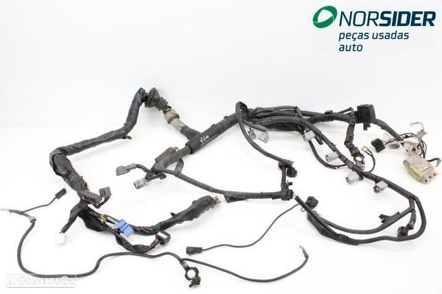 Instala elect comparti motor Toyota Corolla Hatchback|97-00