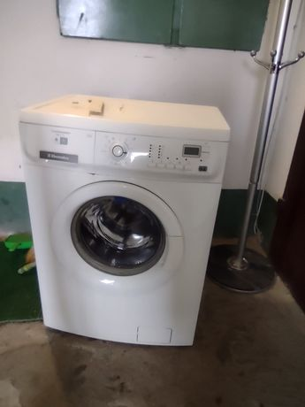 Отдам бесплатно стиральную машинку
