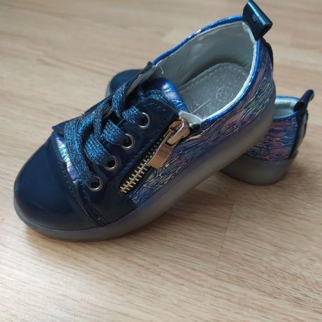мешти, туфлі, кросівки, кросовки