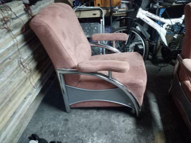 dwa fotele w dobrym stanie
