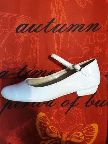 35 36  37 38 39 buty komunijne białe z paskiem