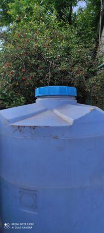 Бак пластиковый для воды ёмкостью 2000 литров