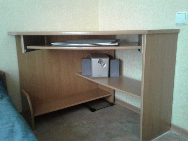 Продаётся угловой письменный стол (2000руб)