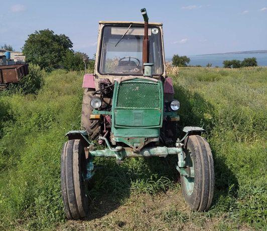 Трактор ЮМЗ-6 в рабочем состоянии.