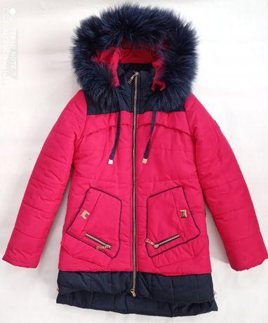 Красная зимняя курточка с капюшоном
