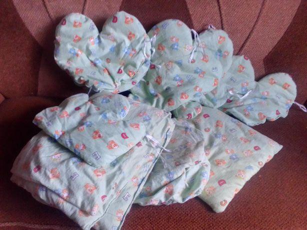 Бортики постельное в кроватку в виде подушечек