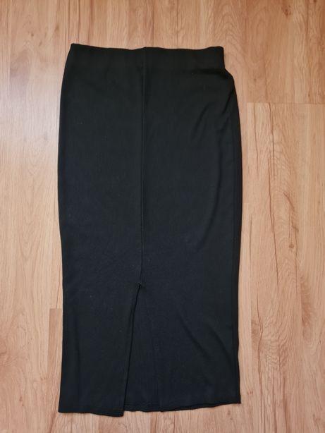 Czarna spódnica midi z rocięciem