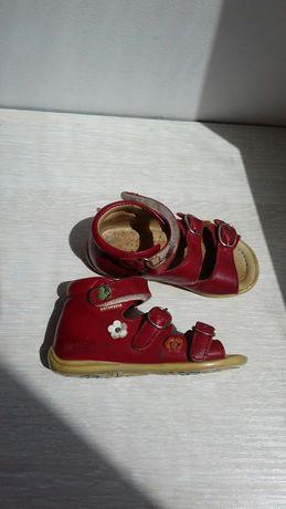 Кожаные босоножки, сандали для девочки 21 размер