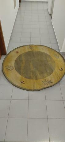 Carpete de sala redonda