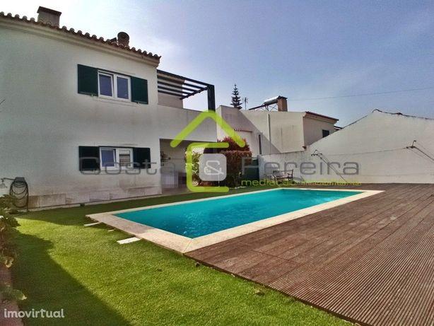 Moradia T3 com piscina e jardim perto das Praias.