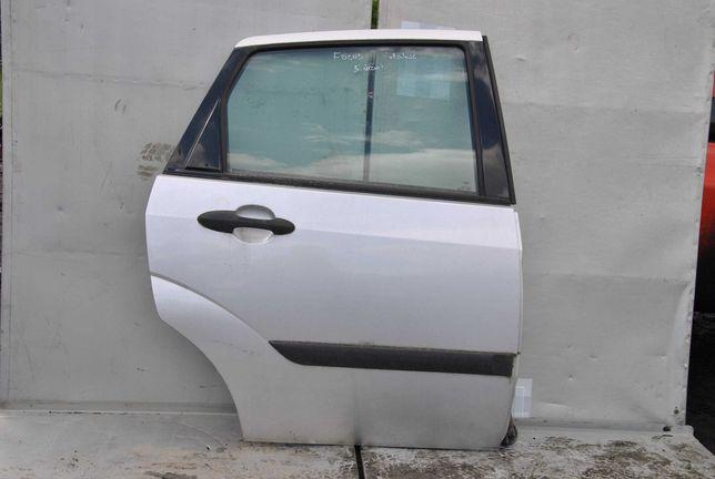 Ford Focus MkI HB drzwi prawy tył