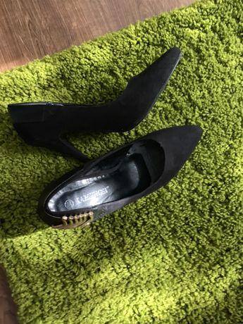 Продам чорні туфельки