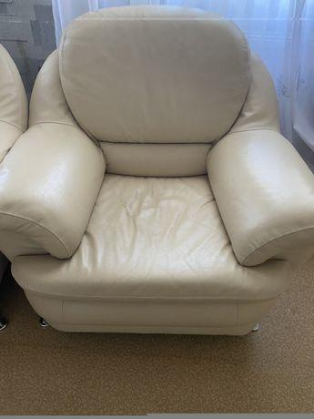 Кожанные кресла