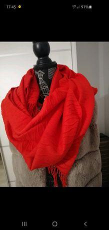Czerwony szalik/chusta z frędzlami