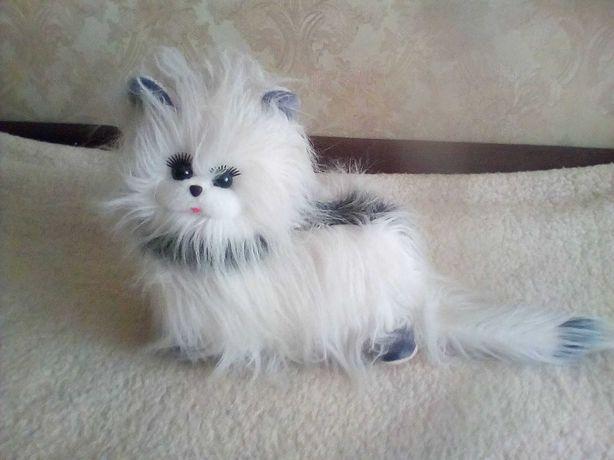 Классная игрушечная кошка