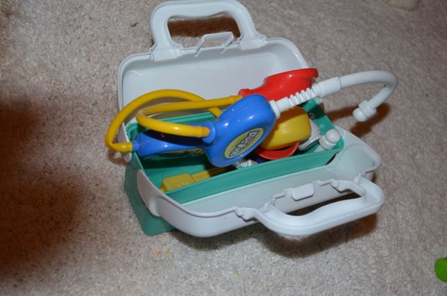 Фирменная игрушка-чемоан-маленький доктор