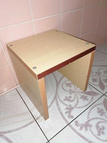 Taboret mały - antyk z PRL 24 cm x 24 cm x 24 cm