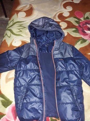 Продам демисезонную куртку для мальчика 8-12 лет