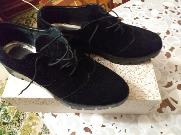 Новые фирменные замш-кожа туфли.