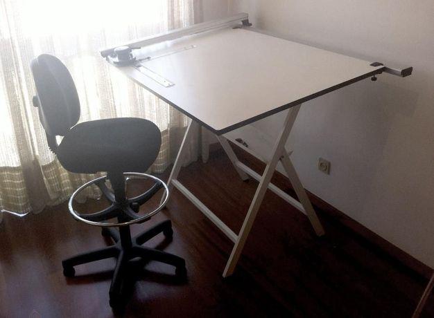 Conjunto de Desenho - Estirador, Réguas e Cadeira