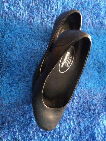 Sapatos de senhora da toga