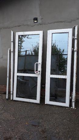 Продам металлопластиковую двухстворчатую дверь.