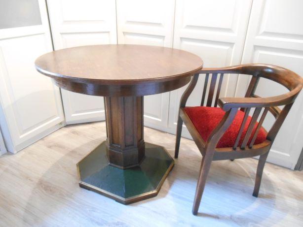 Stary dębowy okrągły stół na kolumnie