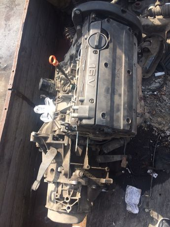 Двигатель коробка головка Пежо 406 16 клапанный
