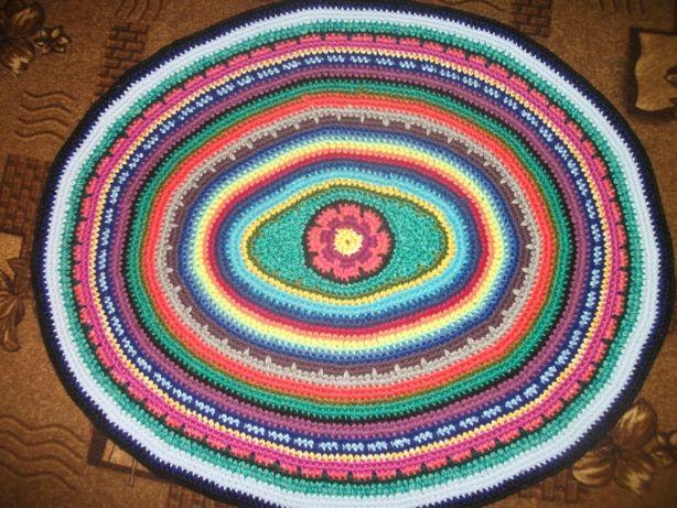 Коврик вязаний овальної форми